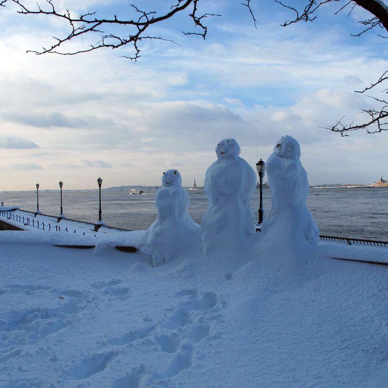 Three-wise-snowmen